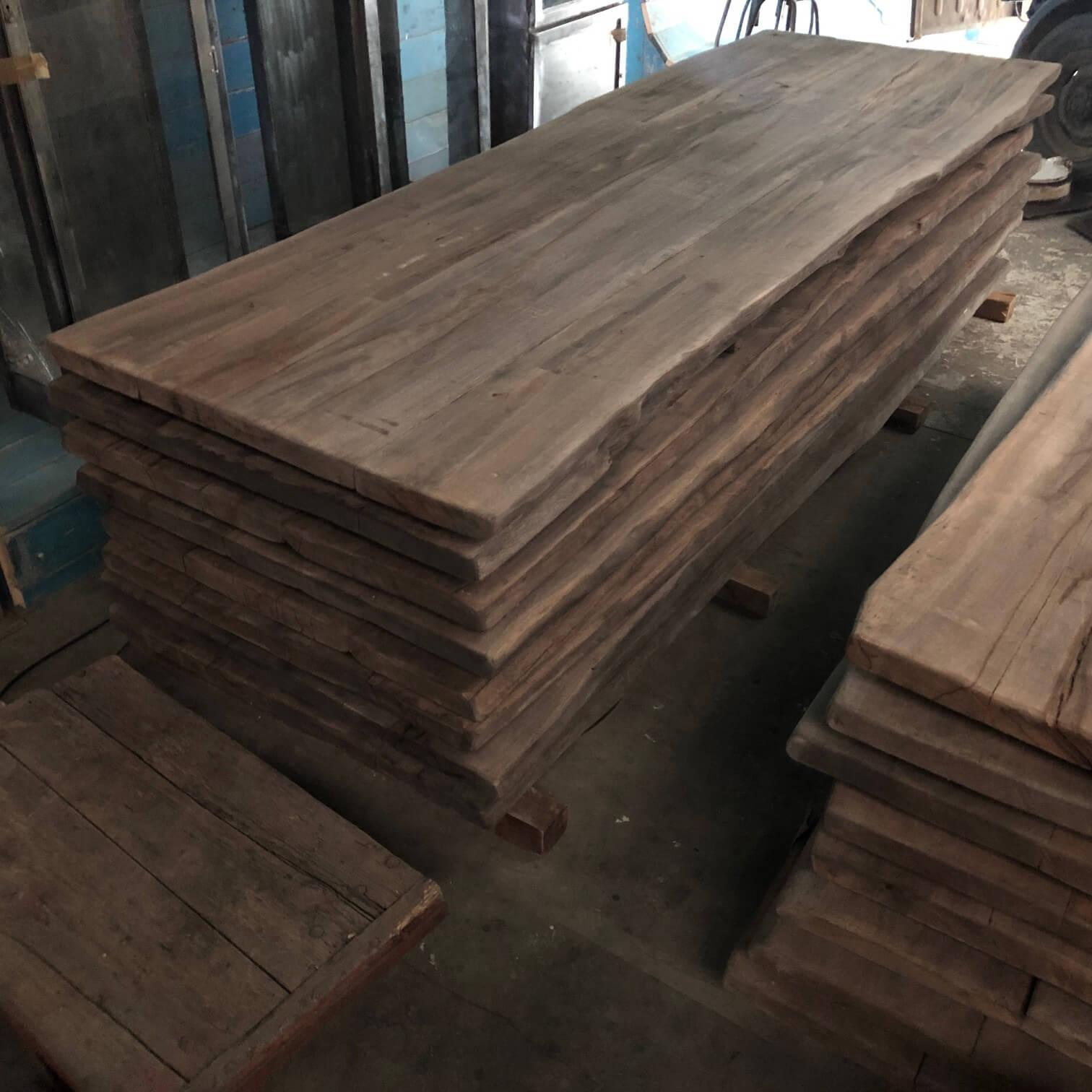 Massive Baumstamm Tische